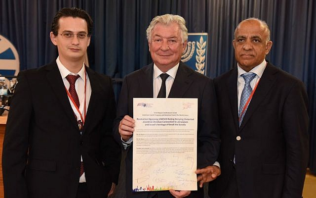 Ellie Stern (left) AJCongress Executive Director, AJCongress President Jack Rosen, and Dr. Munr Kazmir, AJCongress Vice President, hold the signed resolution (Courtesy)