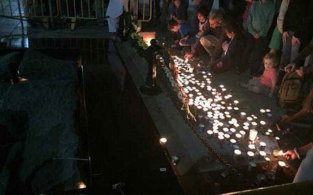 Israelis light candles at the site of prime minister Yitzhak Rabin's 1995 murder in Tel Aviv on November 5, 2016 (Times of Israel)