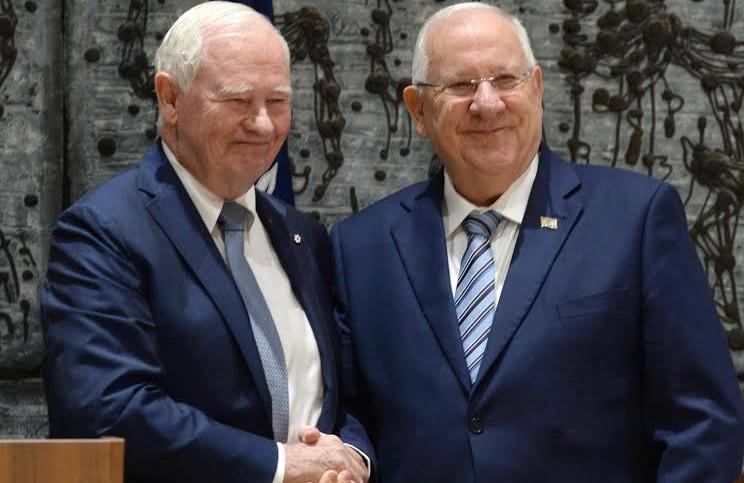President Reuven Rivlin greets Governor General of Canada David Johnston in Jerusalem on November 2, 12016 (Photo Credit: Mark Neiman/GPO)