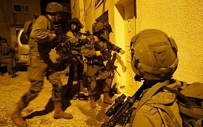 IDF troops conduct a raid in Qabatiya, outside Jenin, on November 1, 2016, following a shooting attack on Israeli troops outside Ramallah the day before. (IDF Spokesperson's Unit)