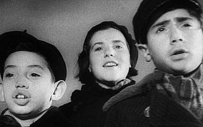Screenshot of children from the 1936 film 'Mir Kumen On (Children Must Laugh).' (Screenshot courtesy of Lobster Films)