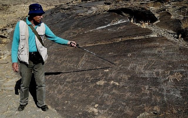 Iranian archeologist Mohammed Naserifard displays ancient engravings in the hills outside the town of Khomein in central Iran on October 24, 2016. (AFP/ ATTA KENARE)