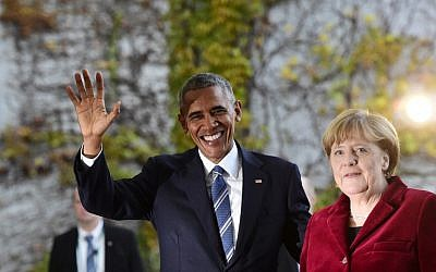 US President Barack Obama is greeted by German Chancellor Angela Merkel upon arrival at the chancellery on November 17, 2016 in Berlin. (AFP PHOTO / TOBIAS SCHWARZ)