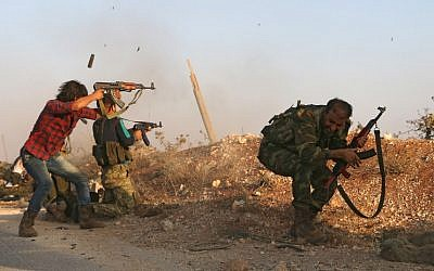 Fighters from the Free Syrian Army take part in a battle against the Islamic State group jihadists in the northern Syrian village of Yahmoul in the Marj Dabiq area north of the embattled city of Aleppo on October 10, 2016. (AFP/Nazeer al-Khatib)