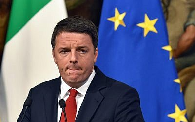 Italian Prime Minister Matteo Renzi reacts during a press conference at Palazzo Chigi in Rome on November 28, 2016. (AFP PHOTO/Andreas SOLARO)