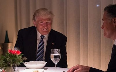 US President-elect Donald Trump , left, dines with Mitt Romny, right, at Jean-Georges restaurant at Trump International Hotel and Tower, Tuesday, November 29, 2016 in New York. (AFP/Bryan R. Smith)