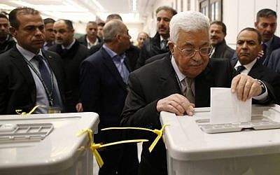 President of the Palestinian Authority Mahmoud Abbas, center, casts his vote at the Muqataa, the Palestinian Authority headquarters, in the city of Ramallah the West Bank, December 3, 2016. (AFP/Ahmad Gharabli)