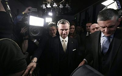 Austrian far-right candidate Norbert Hofer (C) arrives at an election event after Austria's Presidential elections in Vienna on December 4, 2016.(AFP PHOTO / APA / HANS KLAUS TECHT)