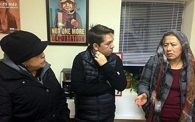 Gonzalo Mercado, director of community job center La Colmena, speaks with undocumented immigrants in Staten Island, New York on December 5, 2016. (AFP PHOTO / Laura BONILLA CAL)