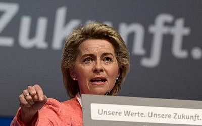 German Defense Minister Ursula von der Leyen delivers a speech during conservative Christian Democratic Union (CDU) party's congress in Essen, western Germany, on December 6, 2016. (AFP PHOTO / TOBIAS SCHWARZ)