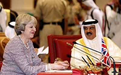 British Prime Minister Theresa May (L) attends a Gulf Cooperation Council (GCC) summit on December 7, 2016, in the Bahraini capital Manama. (AFP PHOTO / STRINGER)