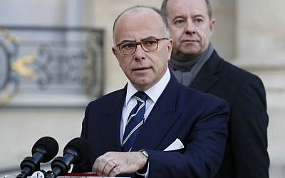 French Prime Minister Bernard Cazeneuve holds a press conference to announce that the state of emergency will be extended until July 2017 following a cabinet meeting at the Elysee presidential palace in Paris on December 10, 2016. (AFP PHOTO / Thomas SAMSON)