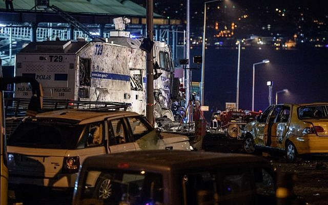 Damaged police vehicles and cars are pictured on December 10, 2016 on the site where a car bomb exploded near the stadium of football club Besiktas in central Istanbul. (AFP PHOTO / OZAN KOSE)