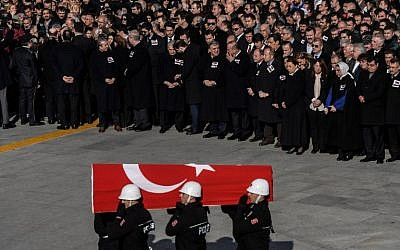Turkish police officers carry a coffin at a funeral ceremony for killed officers on December 11, 2016, a day after twin bombings near the home stadium of Besiktas football club. ( AFP PHOTO / OZAN KOSE)