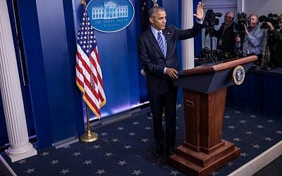 US President Barack Obama waves as he wraps up a year-end press conference in the Brady Press Briefing Room of the White House in Washington, DC, December 16, 2016. (AFP/Zach Gibson)