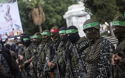Members of the Izz ad-Din al-Qassam Brigades, the military wing of Hamas, take part in a ceremony on December 18, 2016, in Gaza City, in memory of one of their leaders, Mohamed Zaouari, who was killed in Tunisia. (AFP PHOTO / MAHMUD HAMS)