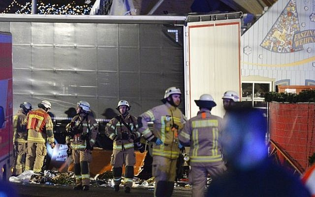 Medics and firefighters work at the scene where a truck crashed into a Christmas market at Gedächniskirche church in Berlin, on December 19, 2016 killing at least nine people and injuring at least 50. (AFP Photo/Odd Andersen)