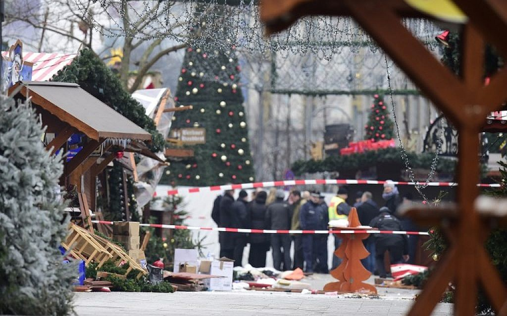 A view of the Christmas market near the Kaiser-Wilhelm-Gedaechtniskirche (Kaiser Wilhelm Memorial Church) in central Berlin on December 20, 2016, a day after a terror attack killed 12 and wounded dozens (AFP Photo/Tobias Schwarz)