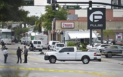 This file photo shows police near the area of the mass shooting at the Pulse nightclub in Orlando, Florida, June 12, 2016. (AFP/Mandel Ngan)