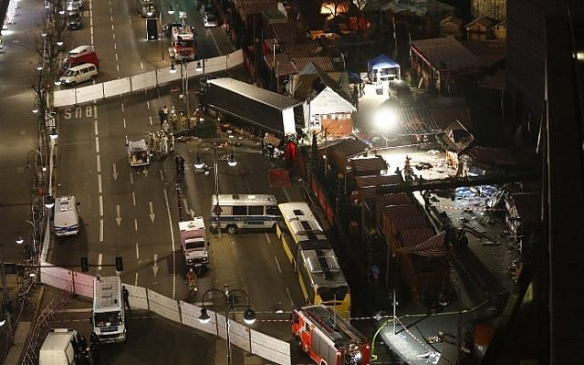 Authorities inspect a truck that sped into a Christmas market in Berlin, on December 19, 2016.  (AFP Photo/Odd Andersen)