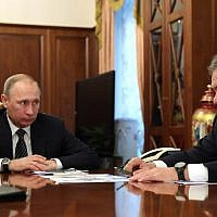 Russian President Vladimir Putin (left) speaks with Defense Minister Sergey Shoigu during a meeting at the Kremlin in Moscow on December 29, 2016. (AFP PHOTO/Sputnik/Michael Klimentyev)