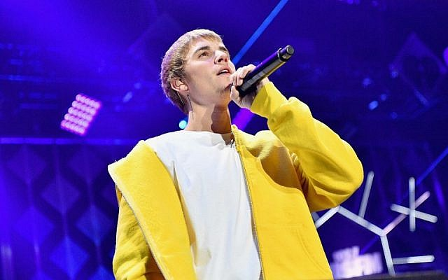 Singer Justin Bieber performs onstage on December 2, 2016 in Los Angeles, California.   (Mike Windle/Getty Images for iHeartMedia/AFP)