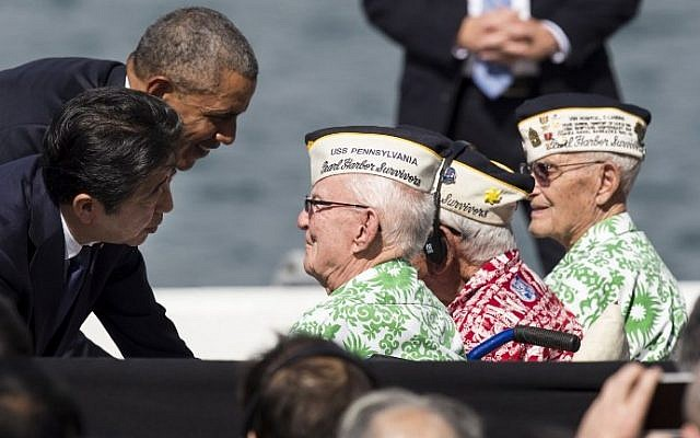 US President Barack Obama and Japanese Prime Minister Shinzo Abe greet Pearl Harbor survivors Emmet Hyland, Al Rodriguez and Sterling Cane at Joint Base Pearl Harbor Hickam's Kilo Pier on December 27, 2016 in Honolulu, Hawaii. (Kent Nishimura/Getty Images/AFP)