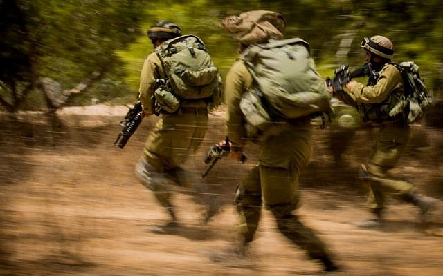 Illustrative. IDF soldiers rush towards a target during the 2014 Gaza war, known in Israel as Operation Protective Edge, on August 4, 2014. (IDF Spokesperson's Unit)