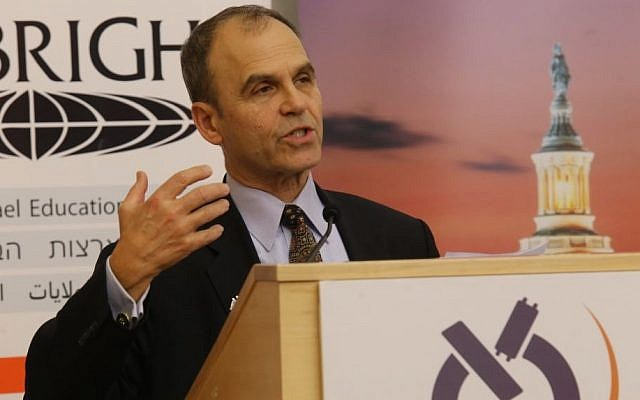 Bestselling author Scott Turow addressing students at Bar Ilan University's Shaindy Rudoff Graduate Program in Creative Writing on December 12, 2016. (Yoni Reif)
