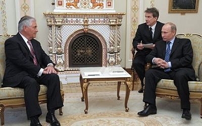 Then Exxon CEO Rex Tillerson meeting with Russian President Vladimir Putin in Moscow in April 2012. (CC-BY, Wikimedia Commons)