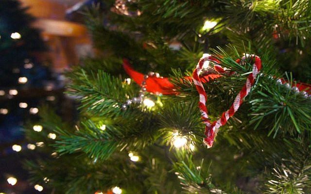 Illustrative image of a Christmas tree (CC BY Johnny Lai, Flickr)