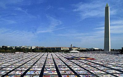 AIDS Quilt (PD via Wikipedia)