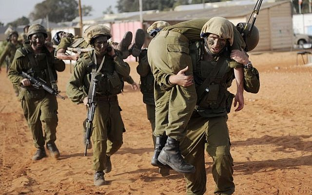 IDF soldiers take part in a training exercise on October 26, 2010. (Michal Shvadron/IDF spokesperson/Flash90)