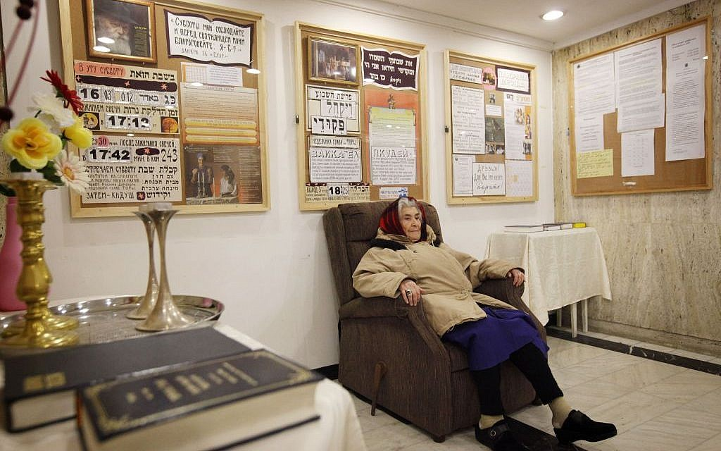 An elderly Russian woman sits in the reception of the Diplomat Hotel in Jerusalem. (Miriam Alster/FLASH90)