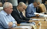 Housing Minister Yoav Galant (left) and Education Minister Naftali Bennett at the cabinet meeting at PM Netanyahu's office in Jerusalem on June 7, 2015. (Amit Shabi/Flash90)