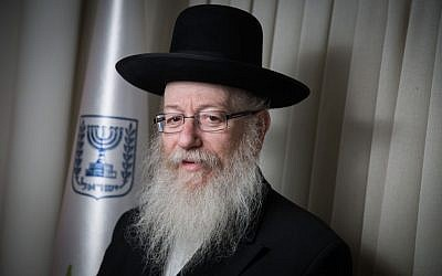 Health Minister Yaakov Litzman at his office in the Health Ministry, Jerusalem, April 13, 2016. (Hadas Parush/Flash90)