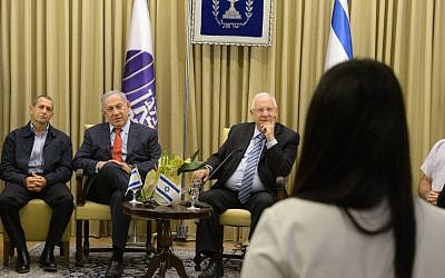 Shin Bet chief Nadav Argaman, President Reuven Rivlin and Prime Minister Benjamin Netanyahu at an award ceremony for Shin Bet Intelligence Service members who have excelled in their accomplishments in the field. May 24, 2016. (Amos Ben Gershom/GPO)