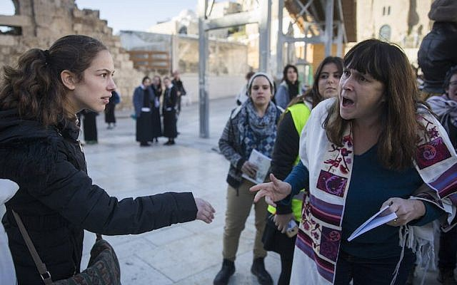 Protesters confront members of Women of the Wall at the Western Wall in Jerusalem, Dec. 1, 2016. (Hadas Parush/Flash90)