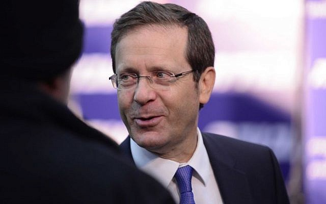 Opposition leader Isaac Herzog (Zionist Union) at the Labor Party conference in Tel Aviv, December 11, 2016.  (Tomer Neuberg/Flash90)