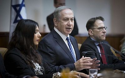 Prime Minister Benjamin Netanyahu speaks at the weekly cabinet meeting at the Prime Minister Office in Jerusalem on December 11, 2016. (Photo by Yonatan Sindel/Flash90)