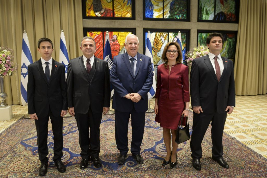 President Reuven Rivlin with incoming Turkish ambassador to Israel Kemal Okem (2L) and his family during a ceremony for new ambassadors at the President's residence in Jerusalem, December 12, 2016. (Photo by Mark Neyman/GPO)