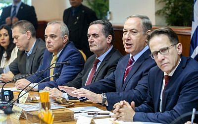 Prime Minister Benjamin Netanyahu leads the weekly cabinet meeting at the Prime Minister's Office in Jerusalem on December 18, 2016. (Marc Israel Sellem/POOL)