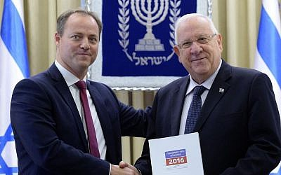 Yohanan Plesner, current President of the Israel Democracy Institute, presents Israeli president Reuven Rivlin with the annual Israeli Democracy Index report. December 19, 2016. (Mark Neyman/GPO)