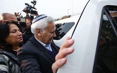 Former president Moshe Katsav leaves Ma'asiyahu Prison, where he served five years of a seven-year rape sentence, on December 21, 2016. (Photo by Aloni Mor/Flash90)