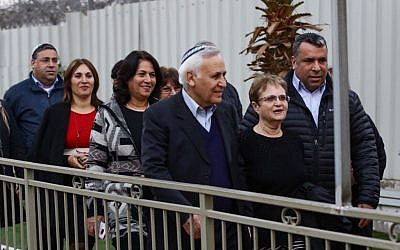 Former president Moshe Katsav walks with his wife Gila, after his release from Ma'asiyahu Prison, where he served five years of a seven-year rape sentence, on December 21, 2016. (Photo by Aloni Mor/Flash90)
