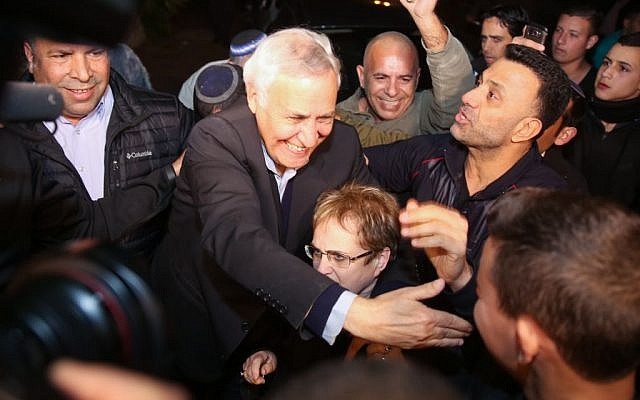 Former president Moshe Katsav arrives in his hometown of Kiryat Malachi on December 21, 2016, after he was released from Ma'asiyahu Prison where he served five years of a seven-year rape sentence (Photo by Hadas Parush/Flash90)