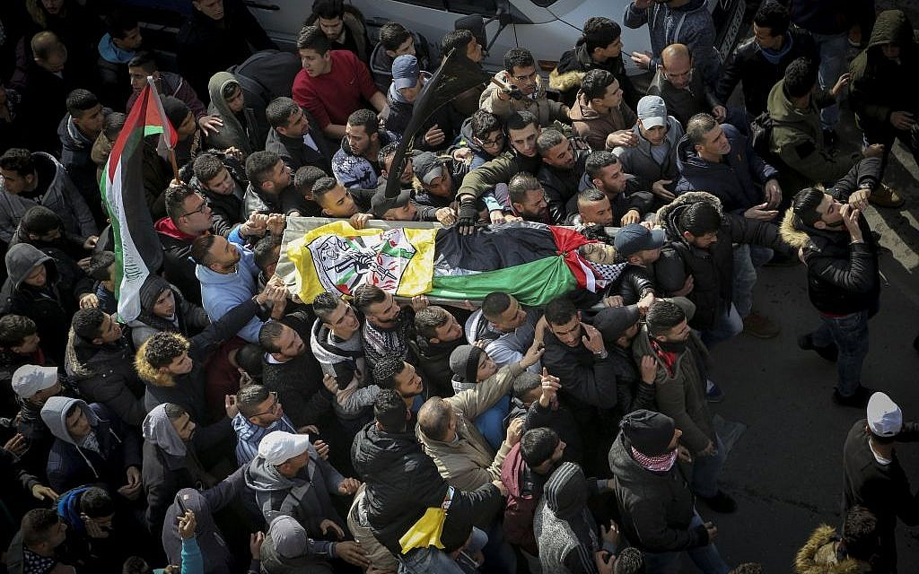 Palestinian mourners carry the body of Ahmad al-Kharoubi, 19, who was shot dead during clashes with IDF soldiers, during his funeral in the West Bank city of Ramallah on December 22, 2016. (Photo by FLASH90)