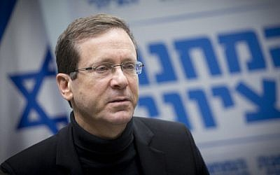 Zionist Union leader Isaac Herzog leads a faction meeting in the Knesset on December 26 2016 (Miriam Alster/Flash90)