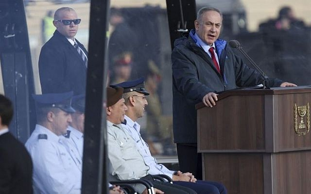 Prime Minister Benjamin Netanyahu speaks at an IAF graduation ceremony for pilots at the Hatzerim Air Base in the Negev Desert on December 29, 2016. (Miriam Alster/Flash90)
