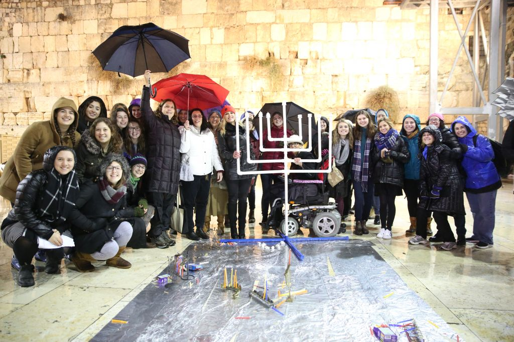 Women of the Wall light Hanukkah candles at the Western Wall 27 December 2016 & Women hold Hanukkah candle-lighting ceremony at Western Wall | The ...